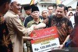 Bupati Hendrajoni Salurkan Bantuan Korban Kerusuhan Wamena Rp135 Juta