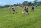 Serunya bermain bola kebersamaan Satgas TMMD dan anak perbatasan