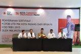 Pemkot Padang berangkatkan umrah warga yang rajin donor darah