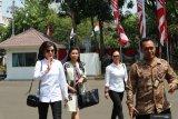 Bupati Minahasa Selatan Tety Paruntu  datangi Istana Kepresidenan