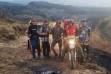 Petugas menemukan lima pendaki ketika kebakaran hutan Gunung Rinjani