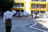 Civitas akademik IAIN Palu pakai sarung pada upacara hari santri