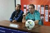 Persib Bandung ingin taklukkan Bhayangkara demi Bobotoh, kata sang pelatih