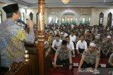 Imam Besar New York Shamsi Ali ceramah di hadapan polisi Polda Sulsel