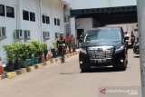 Wiranto bersama istri  tinggalkan RSPAD Gatot Soebroto