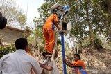 SMKN Pundong Bantul memasang alat deteksi tanah longsor di Seloharjo
