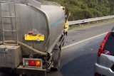 Kecelakaan truk minyak sayur menghambat lalin KM12 Tol Cibubur