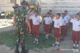 Satgas TMMD latih murid SD Desa Ogoalas tata cara PBB
