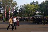 Pengumuman dan pelantikan, para menteri kenakan batik ke istana
