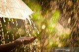 Hujan sedang-lebat bakal mengguyur sejumlah wilayah Indonesia sepekan ke depan