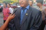 Penjual buah-buahan Abdul Khalik dilantik menjadi anggota DPRD
