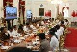 Presiden Joko Widodo beri waktu sebulan kumpulkan regulasi penghambat investasi