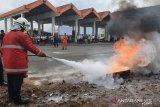 Bandara Sam Ratulangi Manado melakukan sosialisasi penggunaan alat pemadam api