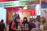 Mahasiswi PNP mengolah kain perca jadi boneka