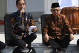 Cara duduk Jokowi yang unik sempat viral, ini penjelasan pakar