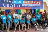Angkasa Pura II bagikan kaki palsu gratis untuk warga Kalbar