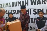 Wali Kota Padang serahkan bantuan rumah kepada korban tsunami