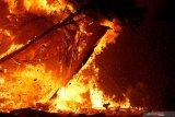 Gereja GKE Putussibau terbakar, kobaran api berhasil dipadamkan