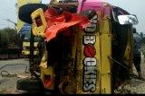 Truk tabrak dua motor, empat orang tewas