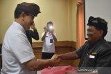 Dinas Perindustrian Badung serahkan 3.000 sertifikat kompetensi pekerja wisata