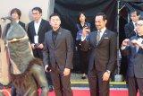 Sutradara Oka Antara dan aktor Joko Anwar di karpet merah Festival Film Tokyo 2019