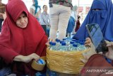 Komunitas berbagi bersama DSLNG ajari warga Batui manfaatkan botol bekas