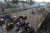 Rugi miliaran dolar, PM Irak desak massa aksi protes dihentikan