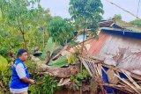 Angin kencang di Manado menyebabkan 14 rumah dan sekolah rusak