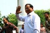 Naik mobil golf, Prabowo Subianto shalat Jumat di Kementerian Pertahanan