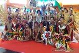 Tarian etnik Dayak hipnotis peserta IPOC 2019
