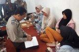 Belasan warga keracunan massal usai makan nasi tumpeng pada acara hajatan