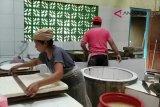 VIDEO: Perajin tahu Tuknoso dapat bantuan alat produksi