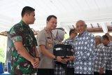 Bupati Sleman menyerahkan mobil dinas ke pejabat daerah, TNI dan Polri