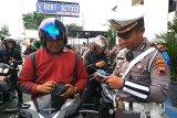 Puluhan pelanggar lalu lintas di Purwokerto sidang di tempat