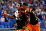 Valencia kalahkan Espanyol 2-1