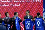 Presiden Jokowi dapat jersey nomor 21