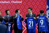 Jokowi receives FiFA's blue jersey number 21