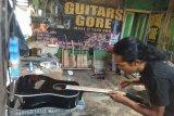 Gitar merek Guitars Gore produksi pedalaman Lebak diminati pasar