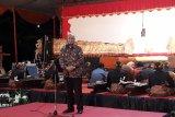 Rektor Universitas Pancasila Prof Wahono Sumaryono ketika memberikan sambutan dalam Pagelaran Akbar Wayang Kulit 2019 dalam rangka HUT UP ke-53 di Jakarta dengan lakon Brojodento Labuh. ANTARA/Foto: Feru Lantara