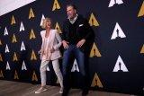 Pakaian Olivia Newton-John di 'Grease' terjual 405.700 dolar AS