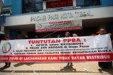 Unjuk rasa pedagang pasar Tegal