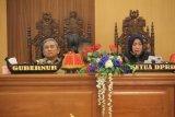 Gubernur  serahkan nota keuangan 2020 ke DPRD Sulbar