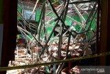 Guru dan siswa meninggal tertimpa reruntuhan atap sekolah di Pasuruan