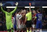 Chelsea butuh dua kartu merah untuk imbangi tamunya Ajax 4-4