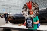 Suku pribumi Brazil tentang langkah Presiden rusak hutan Amazon