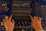 Harga emas perhiasan di Palembang  melonjak jadi Rp4,25 juta per suku
