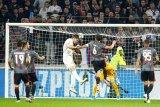 Lyon gilas Benfica 3-1