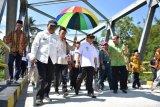 Gubernur Sulbar resmikan jembatan Sungai Mandar penghubung antardesa