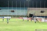 Sriwijaya FC unggul  tipis 1-0 atas Persewar di babak pertama