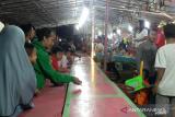 Menikmati suasana Pasar Malam Simpang Kalumpang